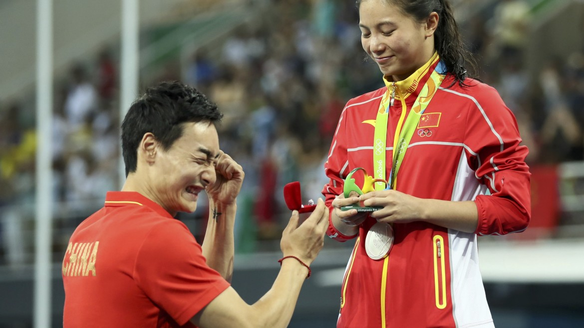 2016 Rio Olympics - Diving - Women's 3m Springboard Victory Ceremony - Maria Lenk Aquatics Centre - Rio de Janeiro, Brazil - 14/08/2016. He Zi (CHN) of China recieves a marriage proposal from Olympic diver Qin Kai (CHN) of China after the medal ceremony. She accepted Qin's proposal.     REUTERS/Stefan Wermuth  FOR EDITORIAL USE ONLY. NOT FOR SALE FOR MARKETING OR ADVERTISING CAMPAIGNS.   - RTX2KT3A